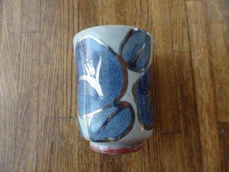 陶器 湯呑み 椿に銀彩の画像