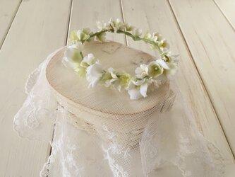ドール用染め花の花冠(M・ホワイト×グリーン)の画像