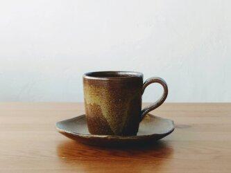 茶色のカップ&ソーサーの画像