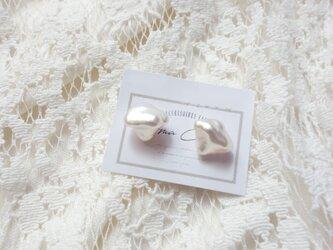白蝶真珠ケシパールのピアスの画像