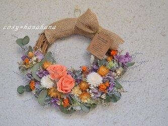 【母の日2021】オレンジローズの花かご風wreathの画像