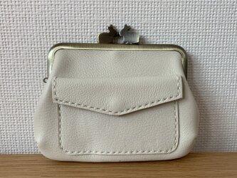 【送料無料】ぱかっと開くとお部屋が3つの親子がまぐち♪外ポッケが付いたうさぎ口金の四角い本革ミニ財布(白レザー)の画像