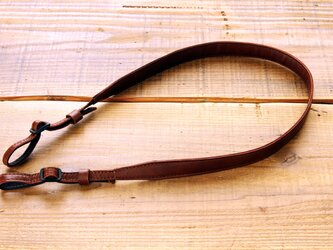 《Horse Leather》スリムカメラストラップ  チョコブラウンの画像