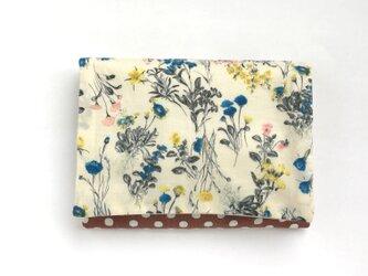 【送料無料】ポケットティッシュケース 白地の優しい花たちの画像