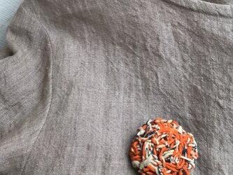 リサイクルサリー×麻紐のブローチの画像