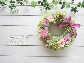 プリザーブドローズとライスフラワーのリース(ラベンダーピンク)~長く飾れるプリザーブドフラワー~[F211033]の画像