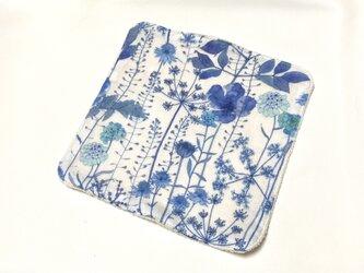 ガーゼタオルハンカチ 花摘み ブルーの画像