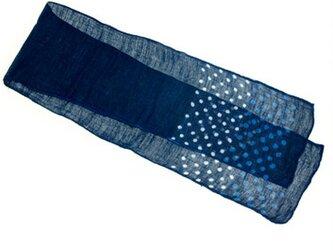 藍のグラデーションが美しい藍染麻混スカーフ(柄30)の画像