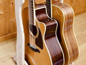 【24時間以内に発送】手作り木工 木製ギタースタンド (ナチュラル) 2本掛けの画像