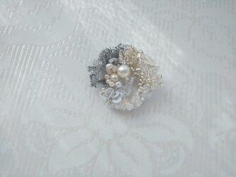 #54 刺繍ブローチ 花束 白の画像