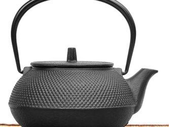 南部鉄器 鉄瓶兼用急須 7型新アラレ0.9L 茶漉し付 黒焼付仕上 ガス対応の画像