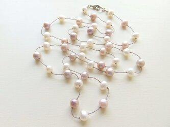 淡水パールシルク糸ロングステーションネックレス(ピンク)の画像