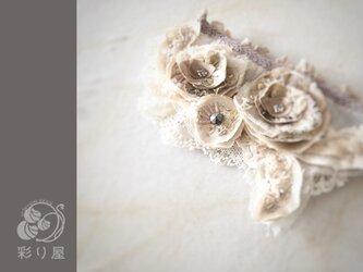 ブローチ【色重ねの花】生成りの画像