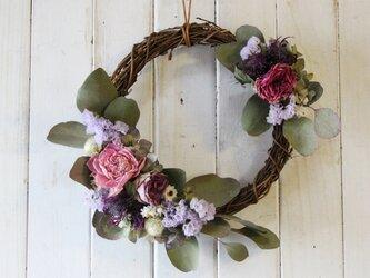 芍薬とバラのツーポイントリースの画像