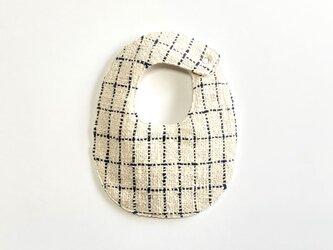 両面手織りベビースタイ(オーガニックコットン100%)リバーシブル:ネイビーとキナリの格子&絣グレーの画像
