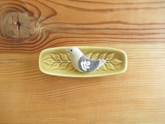 小鳥のブローチ ベージュに千鳥格子の翼の画像