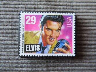 アメリカ エルビス切手ブローチ7342の画像
