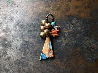 オイスターコッパーターコイズとたわわな鈴、ハーキマーダイヤモンド、ターコイズ、珊瑚のペンダントトップの画像