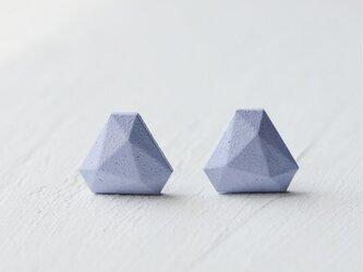 トライアングルのイヤリング M •• スモークブルー••の画像