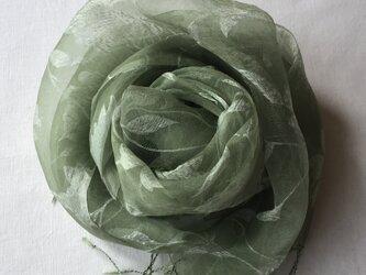 草木染め シルクストール ヨモギ ローズ模様の画像