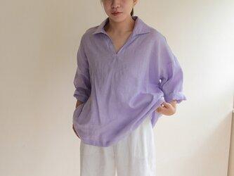 パープルリネンのスキッパーシャツの画像