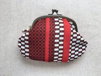 がま口ポーチ レトロな赤と茶の幾何模様の画像