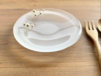 「雨上がりの雲を映す水たまりS」丸いガラス皿 プレート 食器の画像