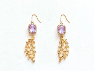 美しい薄紫色の藤の花フレームガラスピアス / イヤリングの画像