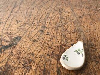 白化粧色絵箸置き ブドウの画像
