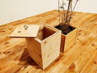 ■温かい木目の木製ゴミ箱《※色指定可能※》/ダストボックス/ごみ箱/木製/ラーチ合板/針葉樹合板/キューブ型の画像