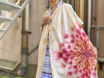 タイダイ染め 半袖ワンピース ゆったり前開き ベージュのムラ染め 朱色の大曼荼羅 HD13-73の画像