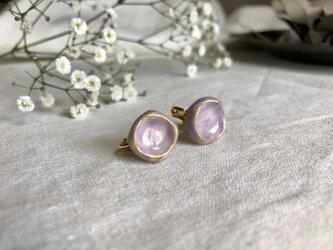 四角形の陶のイヤリング / purpleの画像