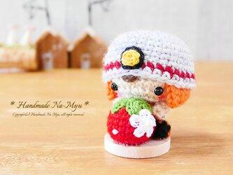 【受注制作】あみぐるみ:イチゴ抱っこ♡消防士ベビーちゃん/お飾りの画像