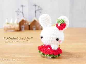 【受注制作】ふわふわワンピのウサギちゃん・イチゴワンピ☆/約5cmの画像