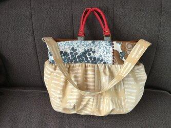 ☆sale  2wayバッグ  ふっくらショルダーA4収納 ベージュと渦巻き花2の画像