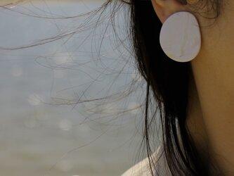 【一点もの】月ピアス (金属アレルギー対応:サージカルステンレス316Lピアス) 【ポリマークレイアクセサリー】の画像