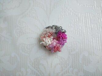 #62  刺繍ブローチ 花束 ピンクの画像