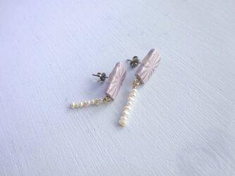彫モヨウの スクエアpierce/earring( 淡水パール)の画像