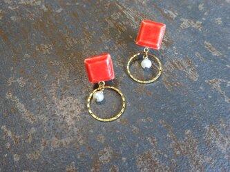 八角とgold ringと淡水パールの陶ピアス/イヤリング(赤)の画像