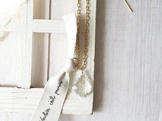 ヴィンテージシャンデリア ネックレス フランス名言刺繍 リボン / Vou...の画像