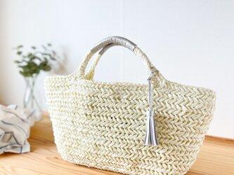 ヘリンボーン編みのかごバッグ【アイボリー】の画像