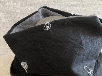 ハンドメイド*ネックウォーマー黒蝶々刺繍リネンダンガリーの画像