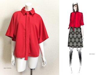 【1点もの・デザイン画付き】タイ付きゆったり着物袖ドットクールニット赤ブラウス(KOJI TOYODA)の画像
