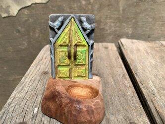 old door(小鳥門、葉っぱ柄の)の画像