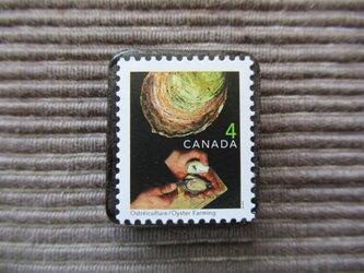カナダ カキ養殖切手ブローチ7348の画像