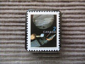 カナダ アイアンワーク切手ブローチ7352の画像