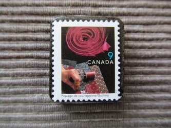 カナダ キルティング切手ブローチ7353の画像