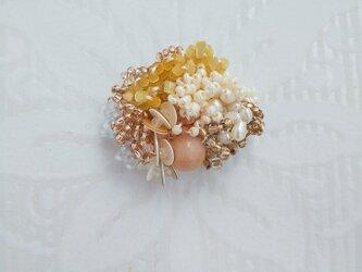 #64 刺繍ブローチ ミニ花束 ベージュの画像