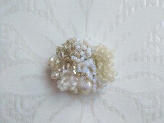 #65  刺繍ブローチ ミニ花束 白の画像