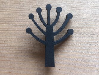 木のブローチ(まる)の画像